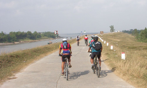Cycling on Duong River bank, Bac Ninh province