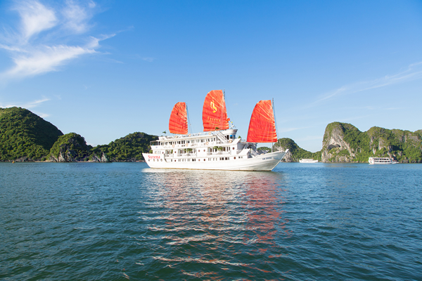 Syrena Cruises Halong Bay, Vietnam